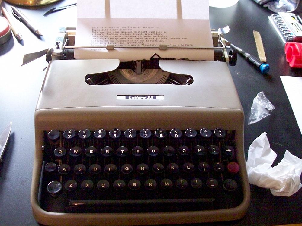 オリベッティ タイプライター レッテラ22 ( Olivetti Lettera 22 typewriter )