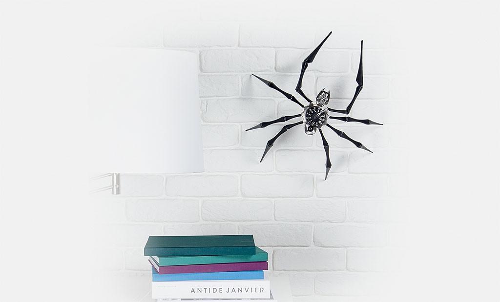MB&F クモ型壁掛け時計 Arachnophobia