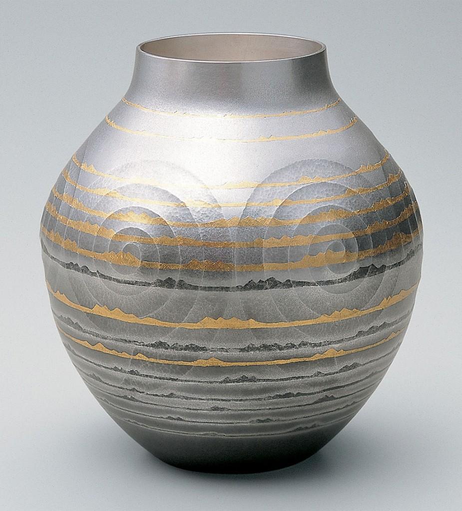 金工 大角幸枝 南鐐花瓶 「遠い海」