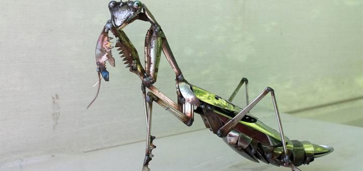JK Brown ステンレス彫刻 金属くずのカマキリ ( JK Brown Scrap Metal Praying Mantis - Stainless Steel Sculpture )
