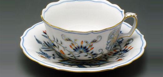 """マイセン ブルーオニオン レッド&ゴールド ティーカップ&ソーサー ( Meissen Blue Onion """"Style"""", Red & Gold Teacup & Saucer )"""