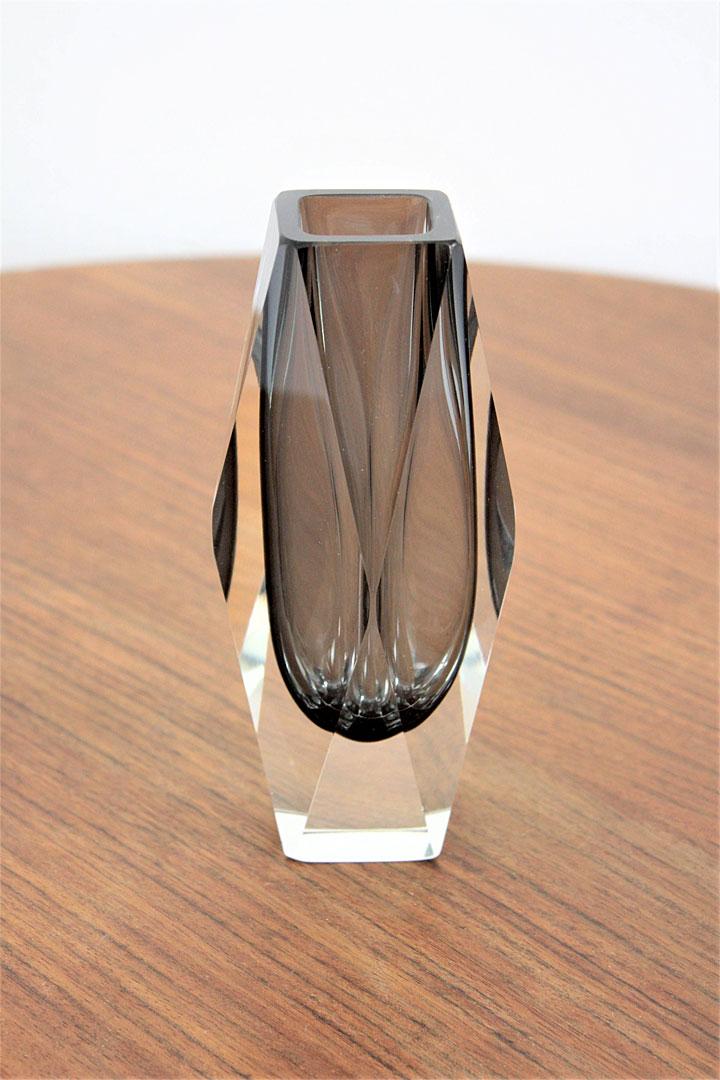 ヴェネチアガラス マンドラザート 花瓶 ソッメルソ ( Venetian Glass Mandruzzato Smoked Grey and Clear Faceted Sommerso Vase )