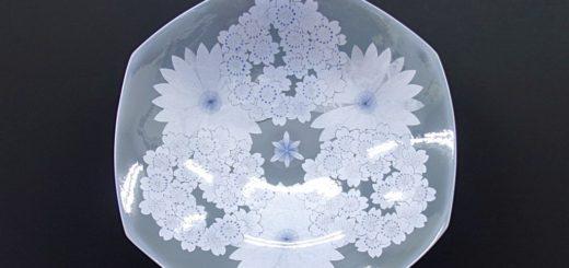 九谷焼 中田一於 13号飾皿 墨地紫苑釉裏銀彩花文