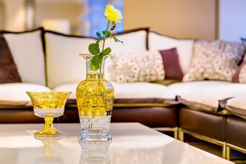 ボヘミアガラス モーゼル 花瓶 hand painted and gilded